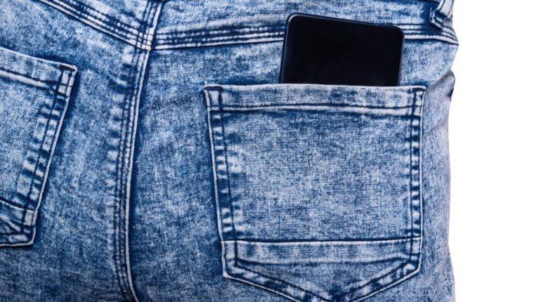 what to wear with blue acid wash jeans